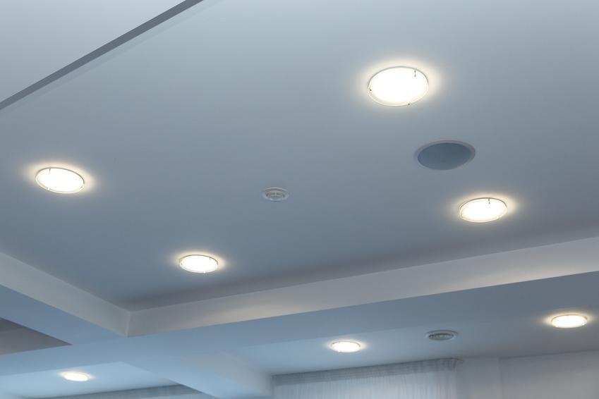 Lampy sufitowe LED świecące, a także interesujące i polecane ledowe oświetlenie sufitowe