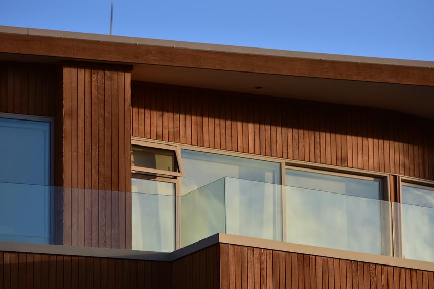 Drewniana elewacja budynku, a także elewacje drewniane i elewacje z drewna