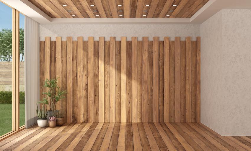 Ściana i sufit z drewna, a także drewniany sufit oraz deski drewniane na sufit