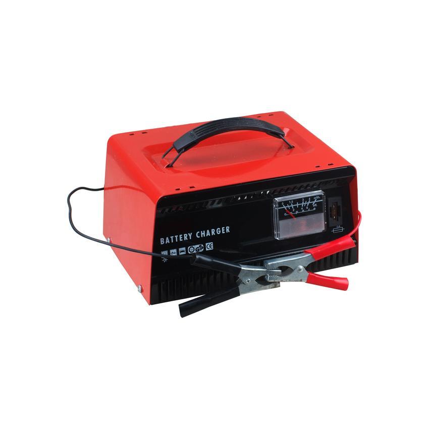 Prostownik do akumulatora na białym tle oraz polecane prostowniki do akumulatorów samochodowych