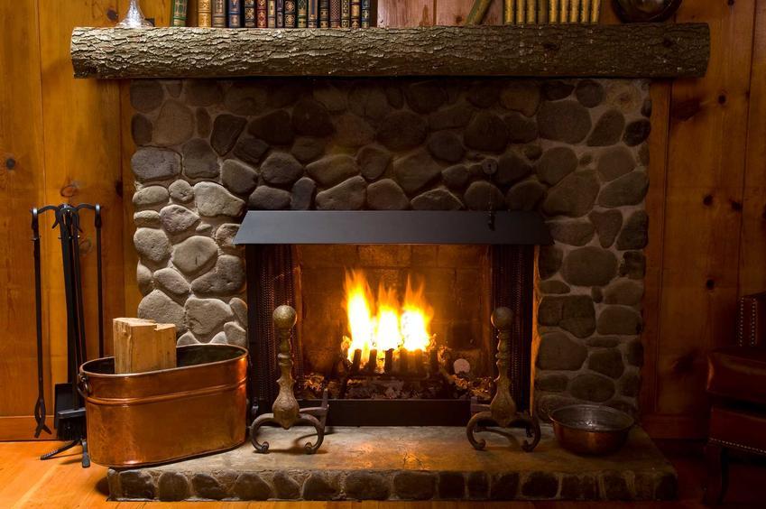 Ogrzewanie kominkiem najczęściej jest pomocnicze, chociaż czasami można je wykorzystać w małych domkach jednorodzinnych.