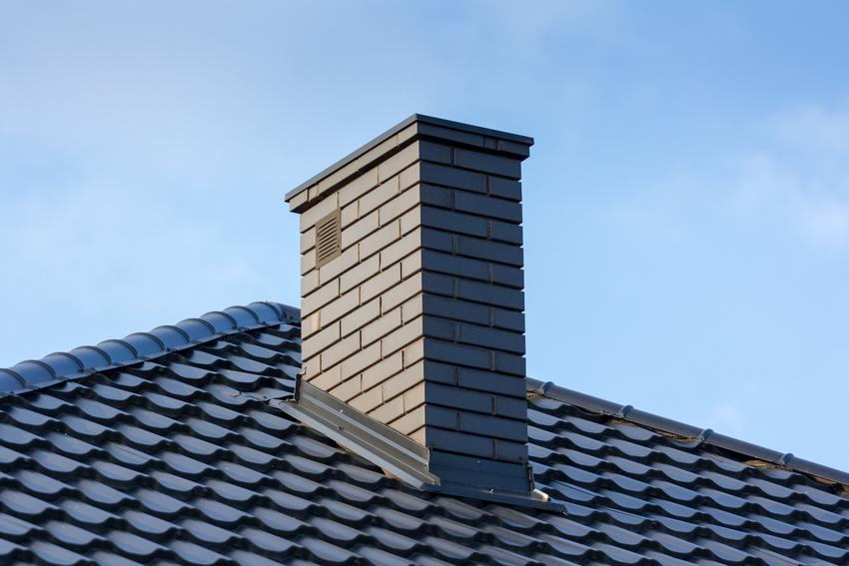 Wykończony komin na dachu oraz ocieplenie komina, izolacja komina i czym ocieplić komin
