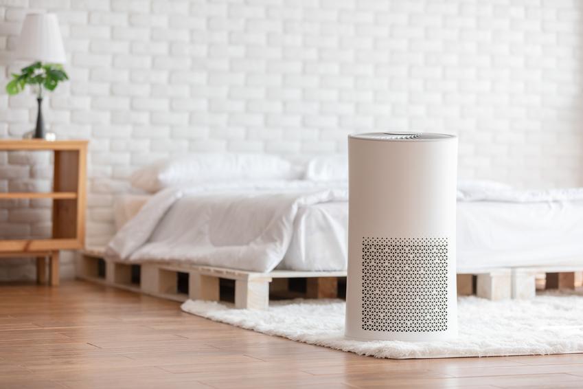 Przenośny klimatyzator domowy w sypialni, a także opinie o klimatyzatorach przenośnych