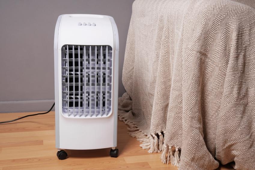 Przenośny klimatyzator domowy w pokoju, a także opinie o klimatyzatorach przenośnych