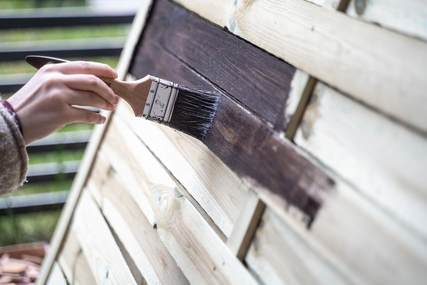 Malowanie drewna bejcą, czyli bejca do drewna i kolory bejcy