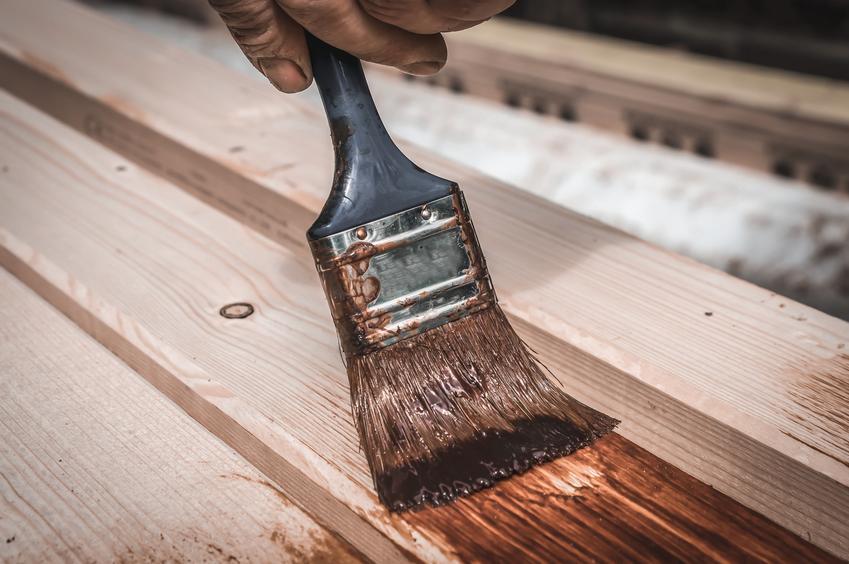 Malowanie drewnianych elementów bejcą, a także bejca do drewna, kolory bejcy