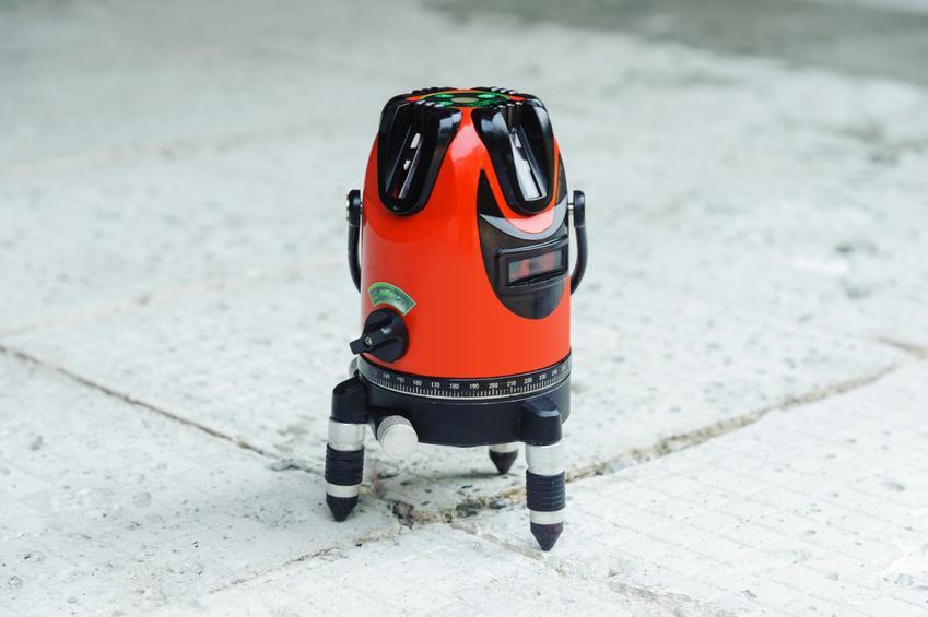 Niwelator laserowy stojący na podłodze, a także porady zakupowe i ceny