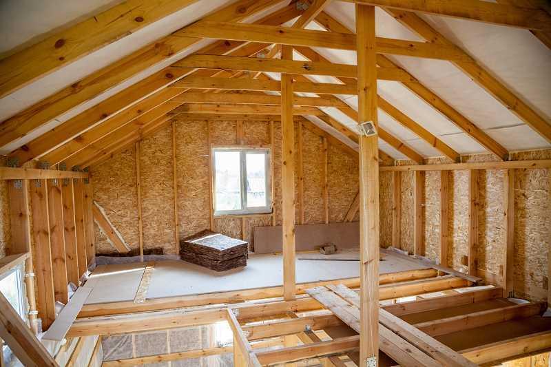 Ocieplanie drewnianego poddasza wełną mineralną,a także porady, najlepsze materiały, montaż, zastosowanie, rodzaje