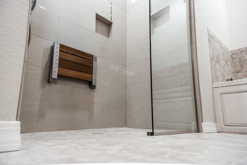 Piękna, nowoczesna łazienka, a także kabiny prysznicowe bez brodzika, prysznic walk in, szyba walk in
