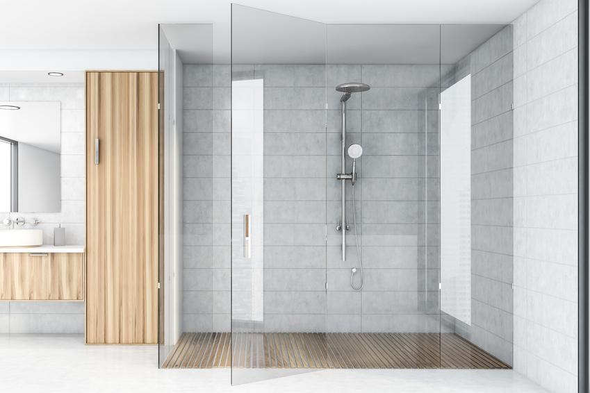 Nowoczesna łazienka z kabiną prysznicową, a także prysznic walk in, szyba walk in