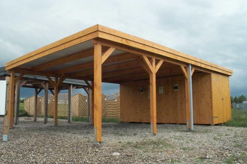 Drewniana wiata garażowa to dość tanie i naprawdę dobre rozwiązanie. Jest łatwa do zrobienia, chociaż wymaga konserwacji.