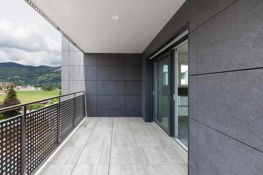 Balkon w mieszkaniu, a także okapnik balkonowy, w tym aluminiowe okapniki