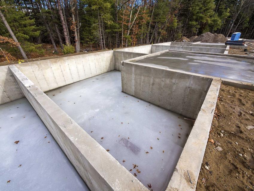 Płyta fundamentowa to świetne roziwązanie na zrobienie fundamentów pod dom jednorodzinny. Wykorzystanie płyty to świetny sposób na przyspieszenie prac budowlanych.
