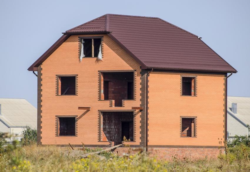 Dom jednorodzinny, a także blacha drewnopodobna, blacha trapezowa drewnopodobna