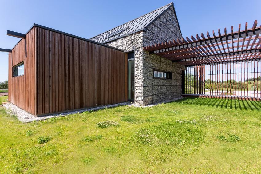 Drewniane elewacja budynku, a także drewno elewacyjne, drewniane deski elewacyjne, cena