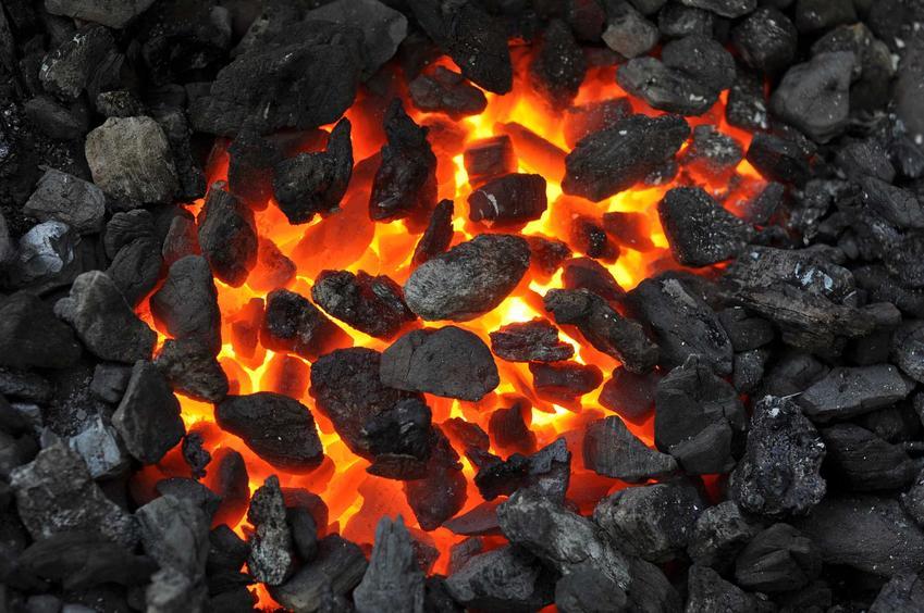 Płonący ekogroszek to bardzo ekonomiczny i stosunkowo ekologiczny sposób opalania. Ekogroszek jest znacznie bardziej efektywny niż węgiel czy drzewo.