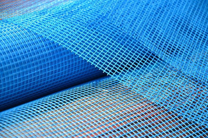 Niebieska siatka z włókna szklanego, czyli siatka elewacyjna i jej cena