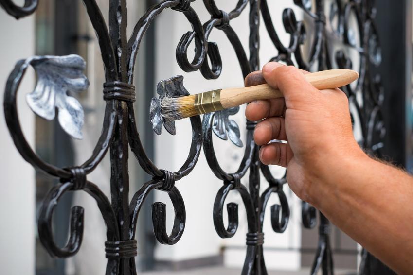 Malowanie metalowego płotu, a także polecana farba podkładowa do metalu