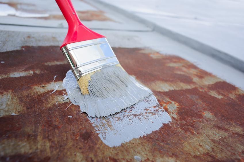 Malowanie pędzlem metalowej powierzchni oraz polecana farba podkładowa do metalu