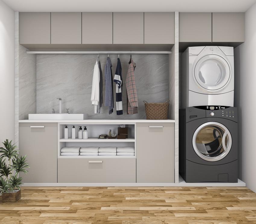 Kreatywna pralnia w domu jednorodzinnym na jednej ścianie oraz suszarnia w domu