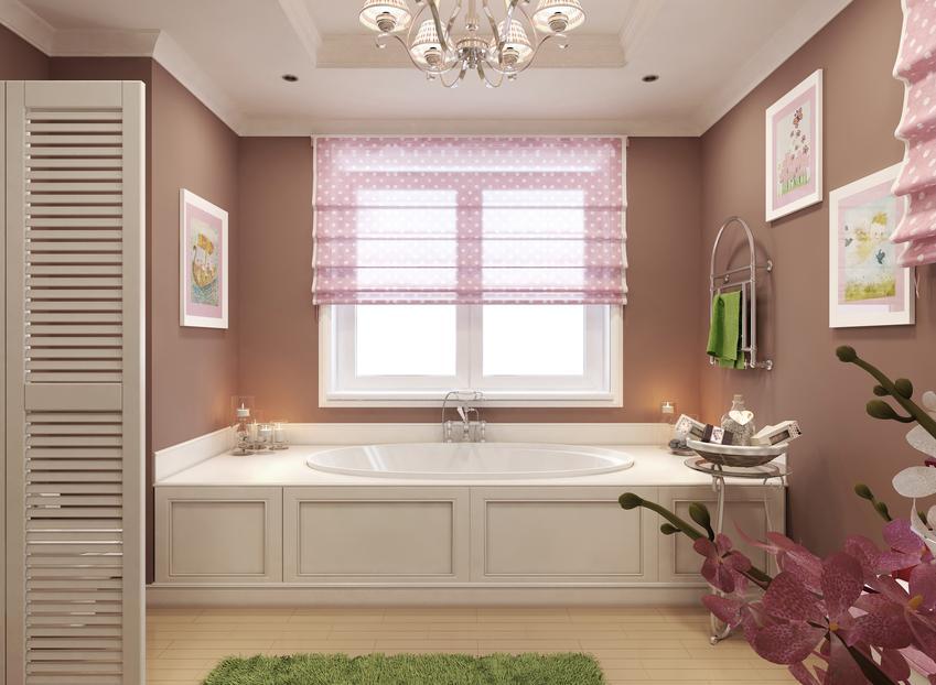 Pięknie zaaranżowane okno w łazience, czyli firany panele lub firany panelowe