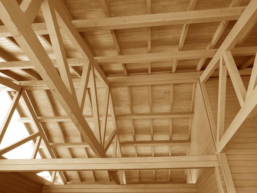 Drewniany dźwigar dachowy trapezowy i inne rodzaje dźwigarów, a także ich konstrukcja