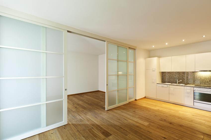 Aneks kuchenny z pokojem dziennym oraz ściany przesuwne, ścianki przesuwne do mieszkania
