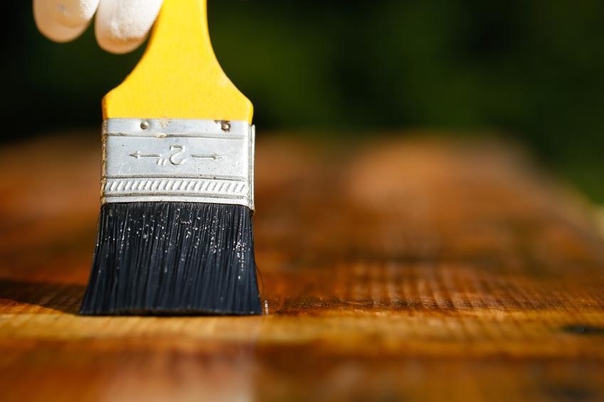 Pędzel i impregnowanie drewna, a także porady, czym impregnowac drewno