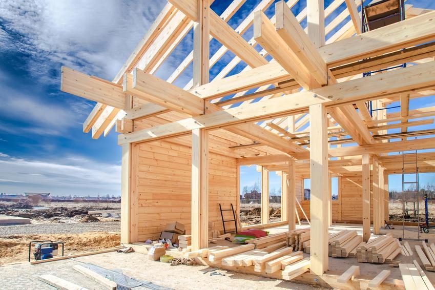 Szkielet domu drewnianego i dachu oraz wiązary dachowe drewniane i ich cena