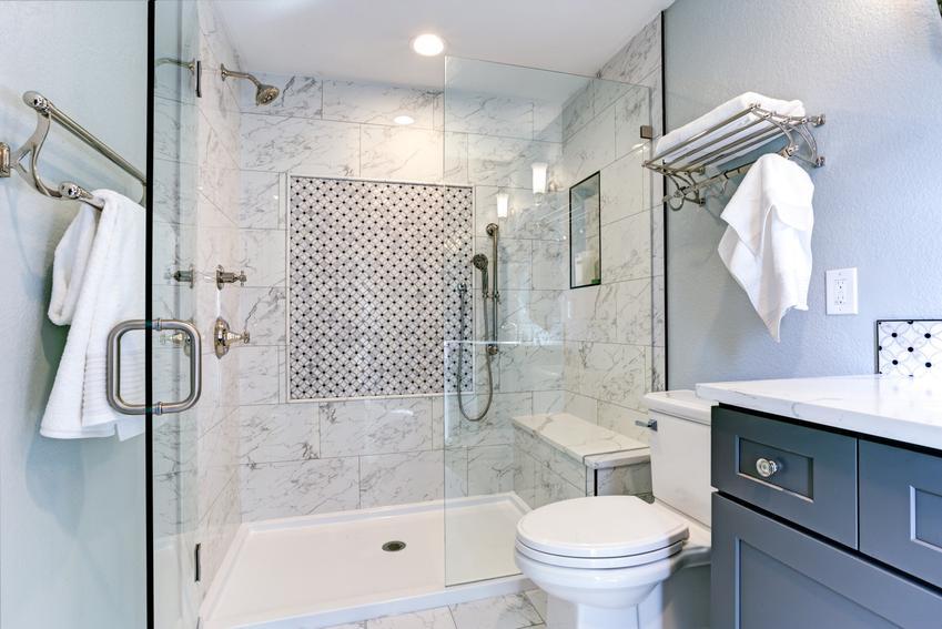 Pięknie zaaranżowana łazienka oraz brodziki konglomeratowe, brodzik z konglomeratu