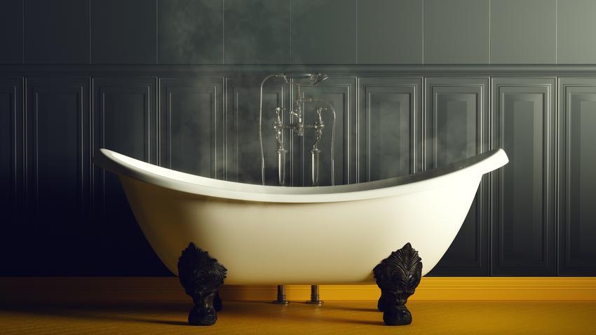 Wanna na tle czarnej ściany, a także dekoracyjne okładziny ścienne i panele ścienne do łazienki