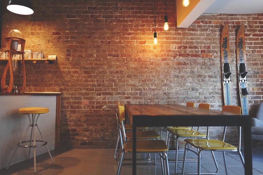 Podstawy do stołów w restauracji lub hotelu – jak wybrać odpowiednie?