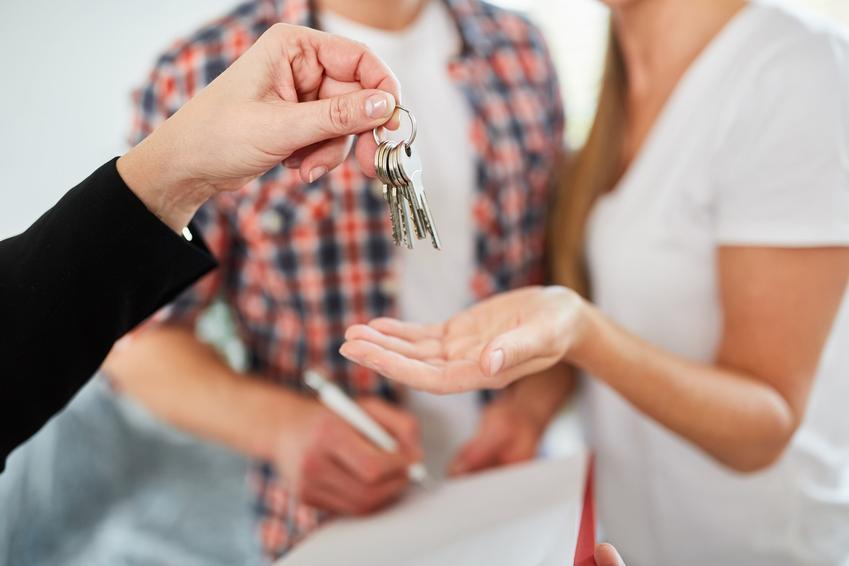 Przekazanie kluczy do mieszkania lokatorom, a także ustawa o ochronie praw lokatorów