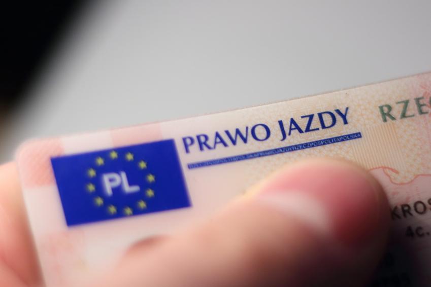Prawo jazdy, a także samochód bez prawa jazdy, auto bez prawa jazdy w polskim prawie
