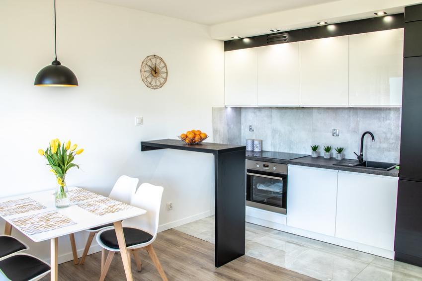 Biały i nowoczesny aneks kuchenny, a także inspiracje na kuchnię, aranżacje kuchni, projekty kuchni