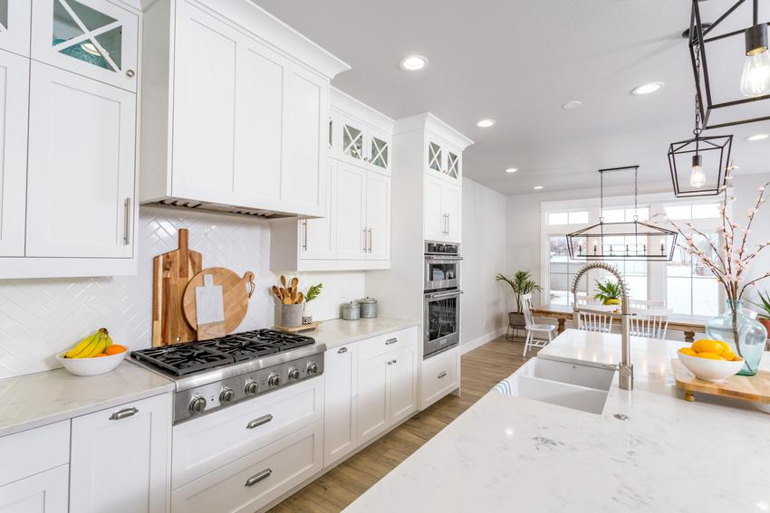 Biała, modna i nowoczesna kuchnia, a także inspiracje na kuchnię, aranżacje kuchni, projekty kuchni
