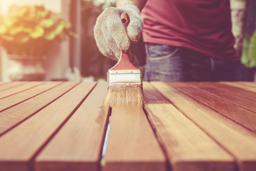 Drewno podczas pokrywania lakierobejcą oraz lakierobejca do drewna Sadolin, Vidaron i inne