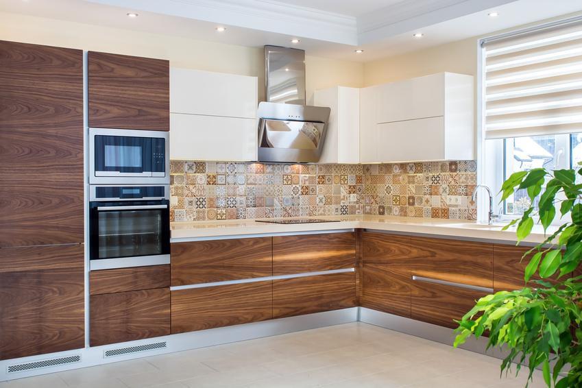 Ciekawa kuchnia, a także sufit podwieszany w kuchni, obniżony sufit w kuchni i cena
