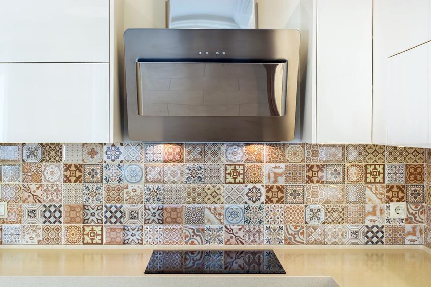 Płytki mozaikowe na ścianie w kuchni, a także mozaika na ścianę, porady zakupowe i ceny