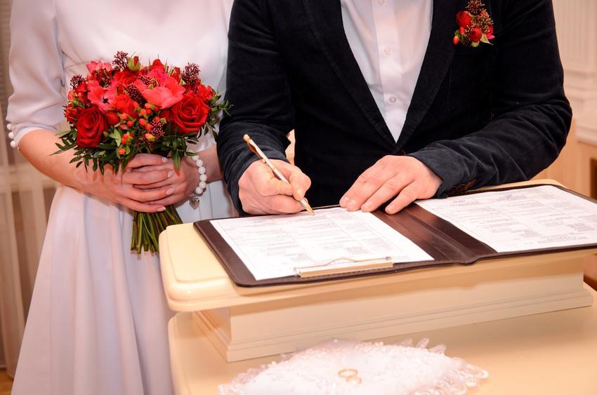 Para podpisująca dokumenty oraz ile kosztuje ślub cywilny, koszt ślubu w USC, w urzędzie stanu cywilnego