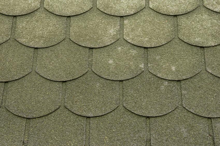 Gonty papowe krok po kroku, czyli porycia dachowe z gontu i ich cena za m2