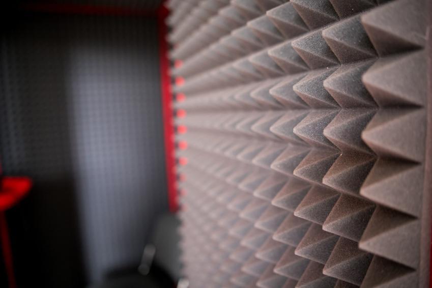 Panele akustyczne na ścianie, a także panele dźwiękochłonne, ekrany dźwiękochłonne