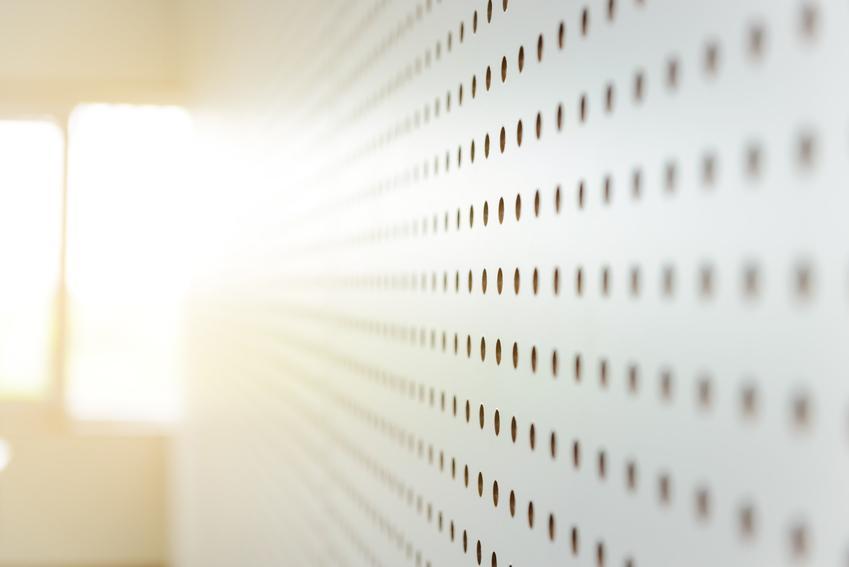 Panele wygłuszające ścienne, a także polecane panele dźwiękochłonne, ekrany dźwiękochłonne