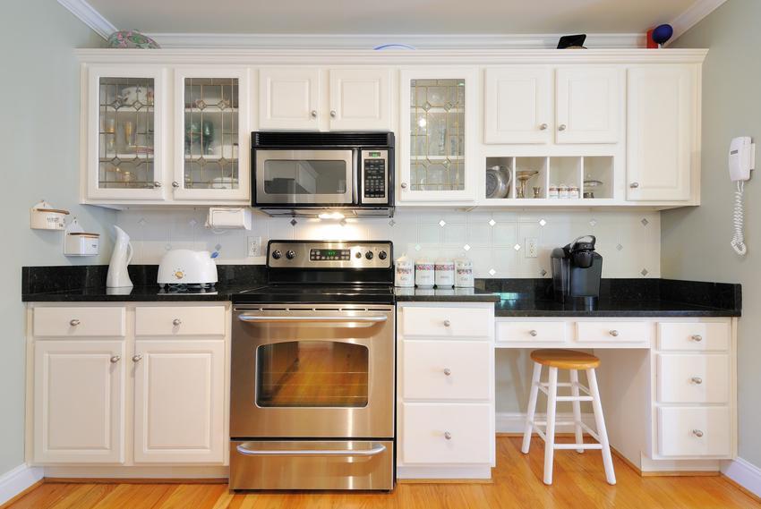 Stare meble kuchenne po renowacji, czyli jak odnowić meble kuchenne, odnawianie safek kuchennych