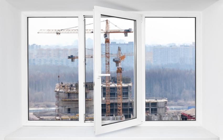 Budowa z dźwigami za oknem, a także immisja, immisje sąsiedzkie i porady prawne