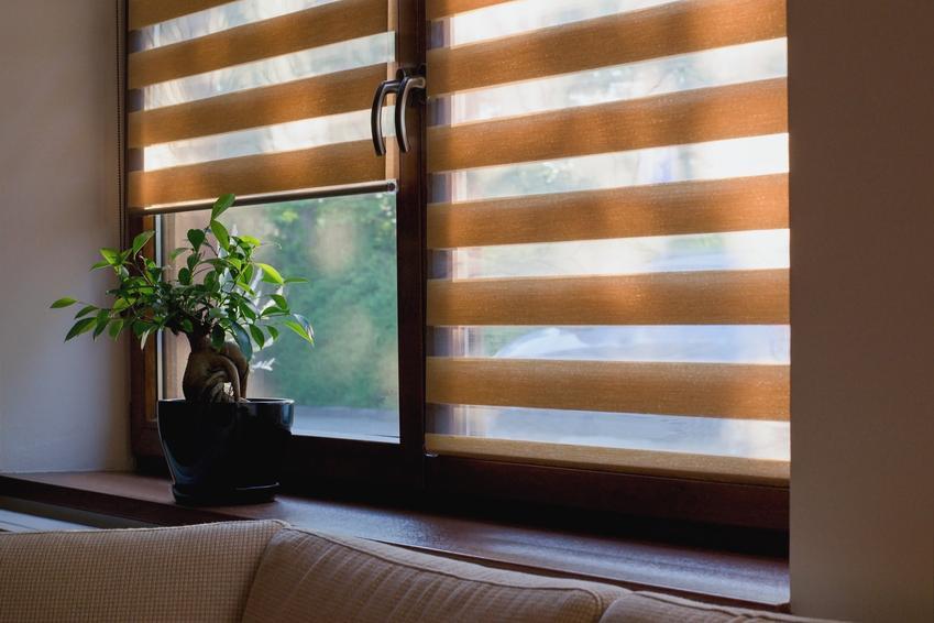 Popularne rolety dzień noc w oknie, a także inspiracje na dekoracje okien i wystrój okien