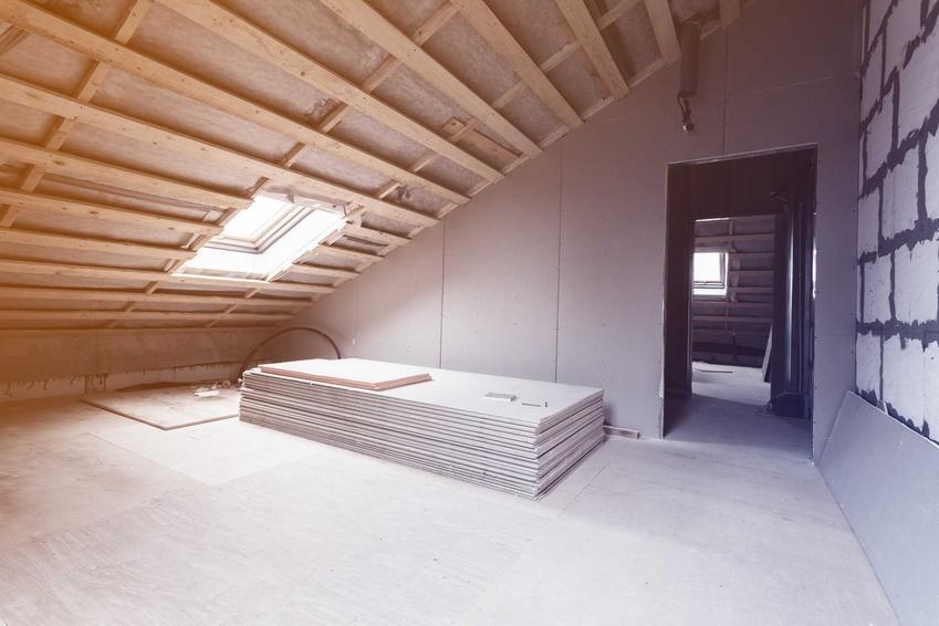 Ocieplenie dachu od strony strychu styropianem, a także informacje, jak i czym ocieplić dach i jak zrobić to samodzielnie