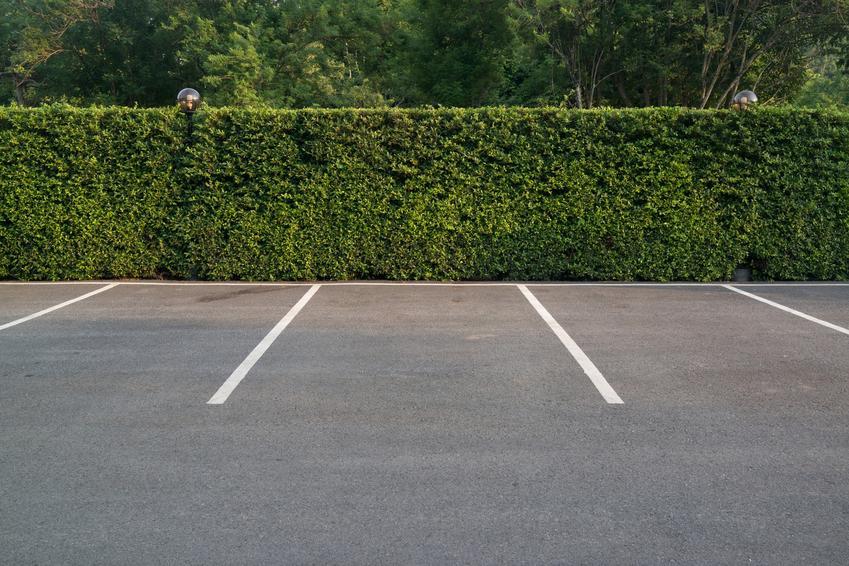 Miejsca parkingowe na zewnątrz, a także jakie są wymiary miejsca parkingowego i miejsce postojowe