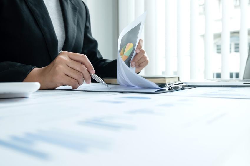 Podpisywanie dokumentu, a także opłata planistyczna, renta planistyczna, ustawa, w planowaniu przestrzennym nieruchomości