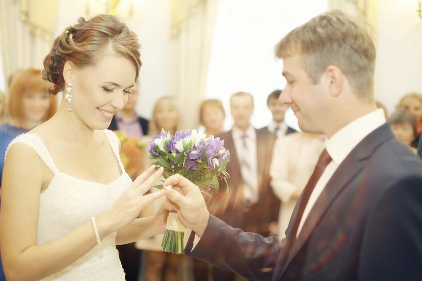 Wymiana obrączek oraz ile trwa ślub cywilny, jak wygląda ślub cywilny